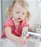 3 cách để bảo vệ sức khỏe cho bé lúc giao mùa