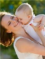 7 dấu hiệu cho thấy bé con yêu quý mẹ