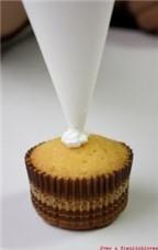 Cách làm cupcake Người tuyết đáng yêu mừng Noel