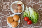 Cách làm hamburger kẹp trứng chả cực nhanh ăn sáng
