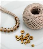 Cách làm vòng tay từ dây len và ốc vít cực cá tính