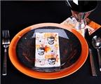 Cách trang trí bàn tiệc sắc đen và cam cho đêm Halloween