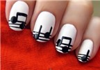 """Cách vẽ kiểu nail """"nốt nhạc"""""""