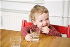Chế độ dinh dưỡng cho bé mùa hè