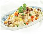 Cơm rang nấm và thịt bò hấp dẫn cho bữa trưa