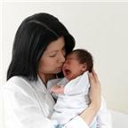 Giải thích tại sao trẻ mới sinh thường hay khóc dạ đề