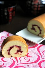 Hướng dẫn cách làm bánh bông lan cuộn mứt Raspberry