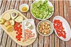 Làm salad cá hồi và pho mát dễ mà ngon