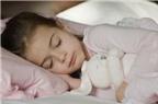Làm sao để giúp bé an tâm ngủ riêng