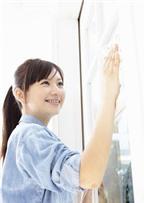 Làm sao để lau cửa kính sạch bóng như mới