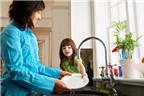 Những nguyên tắc bạn cần biết khi dạy con làm việc nhà