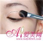 Trang điểm phần đuôi mắt