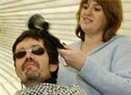 Thợ làm tóc hay mắc bệnh ngoài da