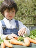 Các mẹo giúp bé thích ăn rau