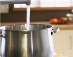 Mẹo tẩy cặn ở ấm đun nước