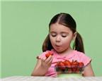 Cách tập cho trẻ ăn trái cây