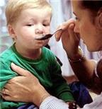 Thận trọng khi dùng thuốc ho, thuốc cảm cho trẻ