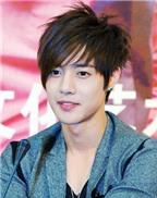 Cha mẹ của Kim Hyun Joong sang Nhật chăm sóc con trai