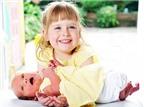 Chị em sinh đôi ra đời cách nhau 4 năm