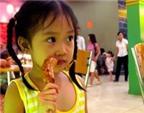 Ăn nhiều thịt, bé gái sớm có kinh nguyệt