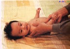 Mát xa chóng lớn dành cho bé từ 1.5 đến 3 tháng tuổi (Phần 1)