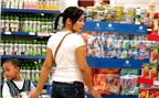 Lạm phát cao, giảm tiền mua sữa