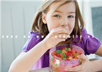5 nhóm thực phẩm trẻ không nên ăn nhiều
