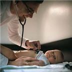 Phòng bệnh viêm phổi mùa hè cho trẻ