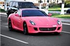 Siêu xe Ferrari hồng dạo phố