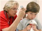 Trẻ bị điếc, chữa càng sớm càng tốt