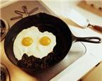 Trứng gà hai lòng có bổ hơn trứng gà một lòng?
