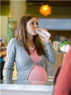 Nước có những lợi ích gì đối với mẹ và bé