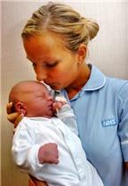 Cần làm gì ngay sau khi sinh?