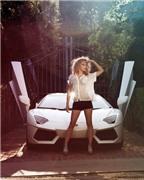 Siêu xe Lamborghini khoe vành độ bên người đẹp