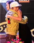 Quỳnh Anh nghẹn ngào trước fan mắc bệnh ung thư