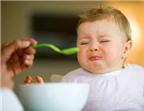 Có thể trộn sữa với cháo cho bé ăn được không?