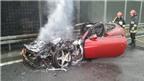 """""""Bà hỏa"""" thiêu rụi siêu xe Ferrari FF"""