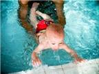 Dạy con học bơi, hãy bắt đầu từ sớm