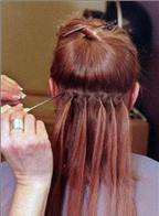 Gội đầu cho mái tóc nối ngay tại nhà