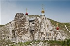 Độc đáo nhà thờ chạm khắc trên núi đá