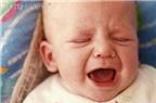 Trẻ sơ sinh bị bón chữa làm sao, thưa BS?
