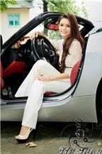 Người đẹp Thụy Khanh quý phái bên xe BMW mui trần