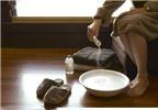 Ngâm nước muối giảm được viêm khớp?