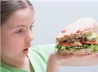 4 thói quen ăn uống có hại cho bé