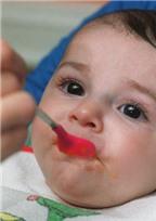 Trẻ hay ăn quà vặt kém thông minh