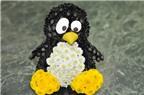Cắm hoa cúc hình chú chim cánh cụt dễ thương
