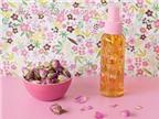3 cách đơn giản tự 'chế' nước hoa hồng đẹp da ở nhà