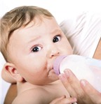 Bú sữa mẹ trữ lạnh không tốt cho bé?