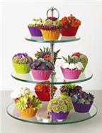 Cắm hoa trên khuôn bánh cupcake thật sinh động
