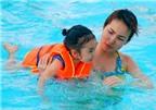 Giúp trẻ an toàn khi học bơi